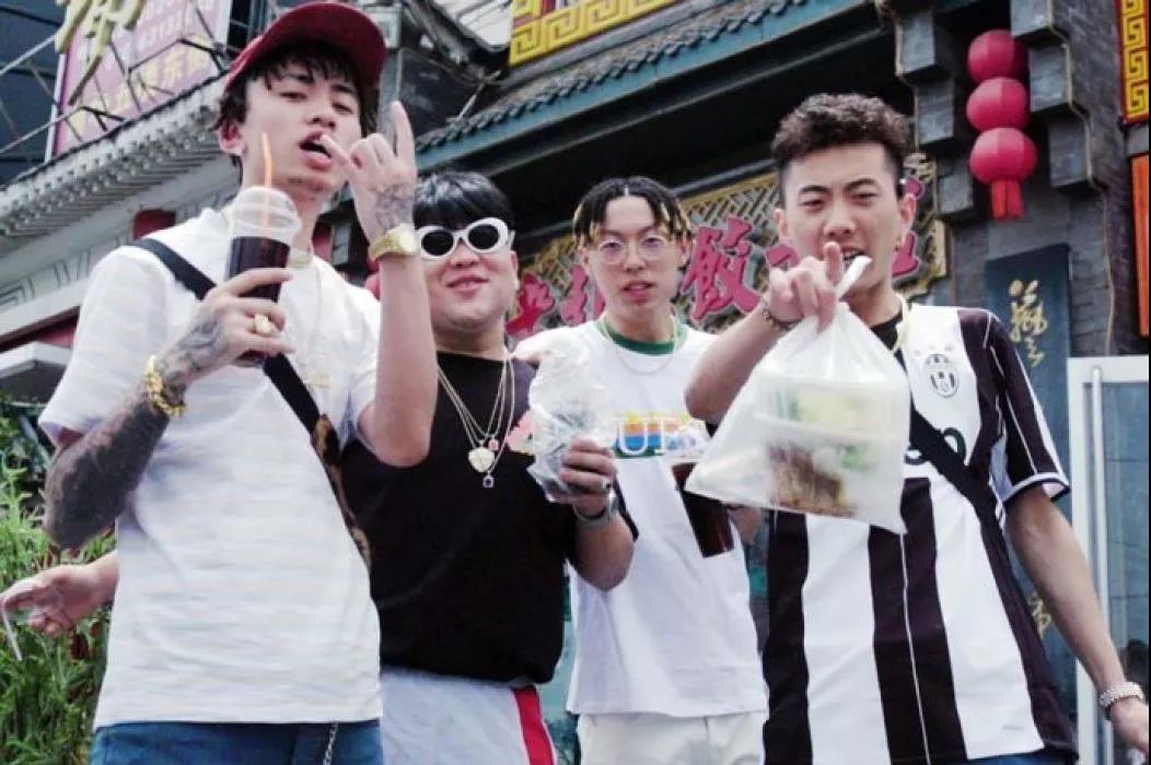 Higher Brothers 吴亦凡送项链 王嘉尔帮忙宣传 还有比他们更牌面的吗 - 第4张  | 嘻哈中国