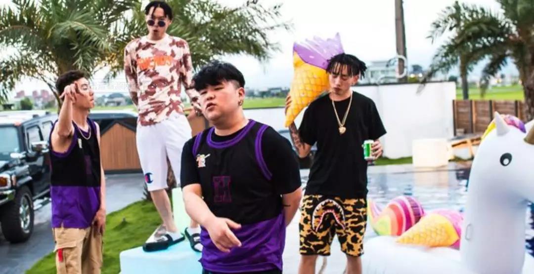 Higher Brothers 吴亦凡送项链 王嘉尔帮忙宣传 还有比他们更牌面的吗 - 第11张  | 嘻哈中国